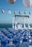 Свадебный банкет в голубой и белой теме Стоковая Фотография