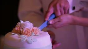 свадебный пирог вырезывания сток-видео