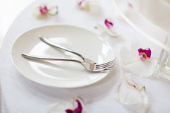 Свадебный пирог и вилки Стоковые Фотографии RF