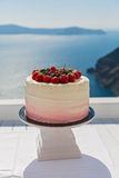 Свадебный пирог с свежими ягодами Стоковая Фотография RF