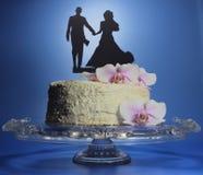 Свадебный пирог с цветками и экстраклассом Стоковые Изображения RF