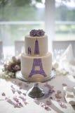 Свадебный пирог Эйфелевой башни в лаванде Стоковое Изображение