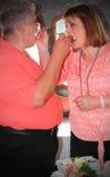 Свадебный пирог Eatting пар Стоковое фото RF