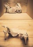 Свадьба обувает отражение Стоковое Изображение RF