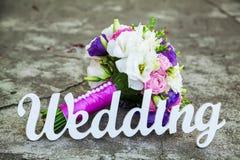 Свадьба слова и bridal букет Стоковое фото RF
