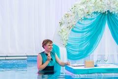 Свадьба Aqua - свадебная церемония в воде Стоковая Фотография RF