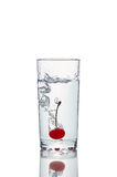 Свежая вишня с выплеском воды стоковая фотография rf