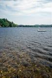 свежая вода озера стоковое изображение