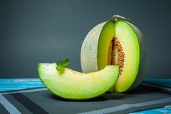 Свежая дыня Honeydew на деревянном столе, здоровой еде Стоковые Фото