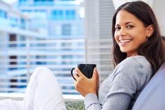 Свежая женщина кофе Стоковая Фотография