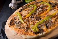 Свежая и вкусная пицца Peperoni Стоковые Изображения