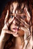 Свежая и влажная молодая женщина Стоковая Фотография