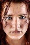 Свежая и влажная молодая женщина Стоковое Изображение