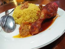Свежая и очень вкусная еда цыпленка стоковая фотография rf