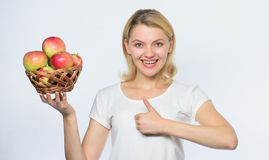 Свежая и сочная закуска Жизнь в реальном маштабе времени девушки здоровая Плод Яблока органический o Часть хороших яблочных пирог стоковые изображения rf