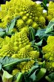 Свежая капуста (цветная капуста) на рынке Стоковые Фото