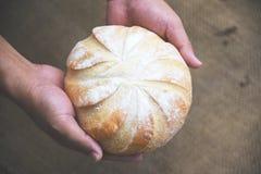 Свежая концепция еды завтрака хлеба пекарни в наличии домодельная - круглый ломоть хлеба стоковая фотография rf