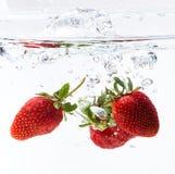 Свежая клубника на воде Стоковое Фото
