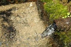Свежая ключевая вода горы двигателя Стоковое фото RF