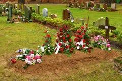 свежая могила Стоковая Фотография