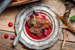 Свежая оленина с соусом и розмариновым маслом клюквы Стоковая Фотография RF