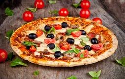 Свежая пицца стоковые фотографии rf