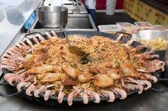 свежая сделанная плита paella рынка Стоковое фото RF