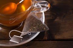 Свежая стеклянная чашка чаю Стоковая Фотография RF
