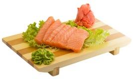 Свежая сырцовая salmon рыба соединяет на изолированной плите Стоковая Фотография