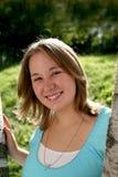 свежая девушка вне милое стоящее подросткового Стоковое Изображение
