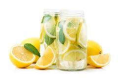 свежее бутылочное стекло питья лимона с плодоовощами Стоковые Фото