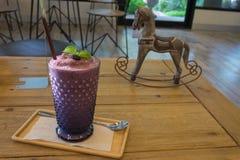 Свежее и здоровое frappe smoothie голубики Стоковое Фото