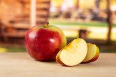 Свежее красное яблоко james горюет с тележкой Стоковое Фото