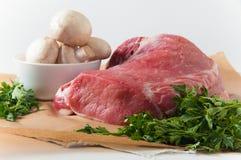 Свежее мясо с грибами и петрушкой Стоковое Изображение