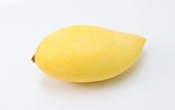 Свежее очень вкусное желтое манго изолированное на белой предпосылке Стоковая Фотография