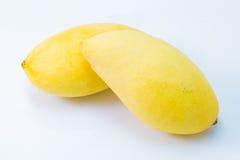 Свежее очень вкусное желтое манго изолированное на белой предпосылке Стоковая Фотография RF