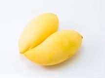 Свежее очень вкусное желтое манго изолированное на белой предпосылке Стоковые Фото