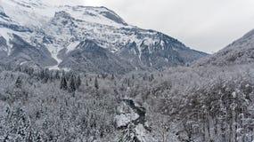 Свежее падение снега в французскую высокогорную зону Haute Savoir Франции Стоковая Фотография