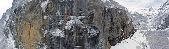 Свежее падение снега в французскую высокогорную зону Haute Savoir Франции Стоковые Изображения
