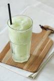 Свежее питье smoothies яблока на белой предпосылке Стоковые Фотографии RF