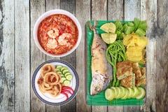 Свежее погружение chili креветки, который служат с гарниром Стоковое Изображение