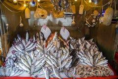 Свежее расположение морепродуктов в рынке Стоковые Изображения RF