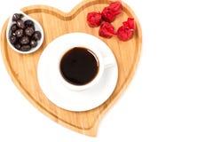 Свежее chololate кофе с сердцем украшает поднос Стоковая Фотография RF