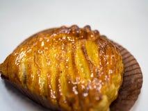Свеже испеченная хлебопекарня в бумаге выпечки стоковое фото