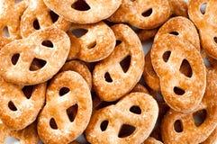 Свеже испеченные сладостные печенья на белой предпосылке Стоковые Изображения