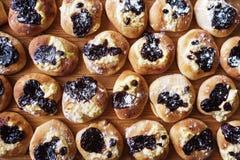 Свеже испеченные сладостные плюшки Стоковое Изображение RF