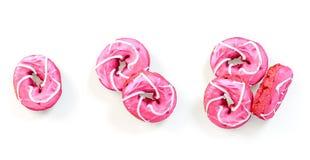 Свеже испеченные установленные donuts изолированными на белизне бесплатная иллюстрация