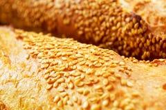 Свеже испеченный конец-вверх хлеба стоковые фотографии rf