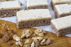 Свеже испеченный торт wulnuts с отбензиниванием желтка Стоковые Фотографии RF