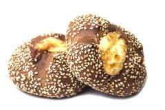2 свеже испеченных плюшки взбрызнутой с семенами сезама румяными Стоковая Фотография RF